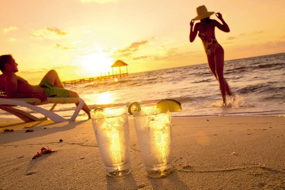 Най-нискокалоричните алкохолни напитки и коктейли, с които да разпуснем, без да разваляме режима си